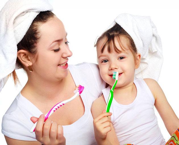 Dạy bé cách đánh răng